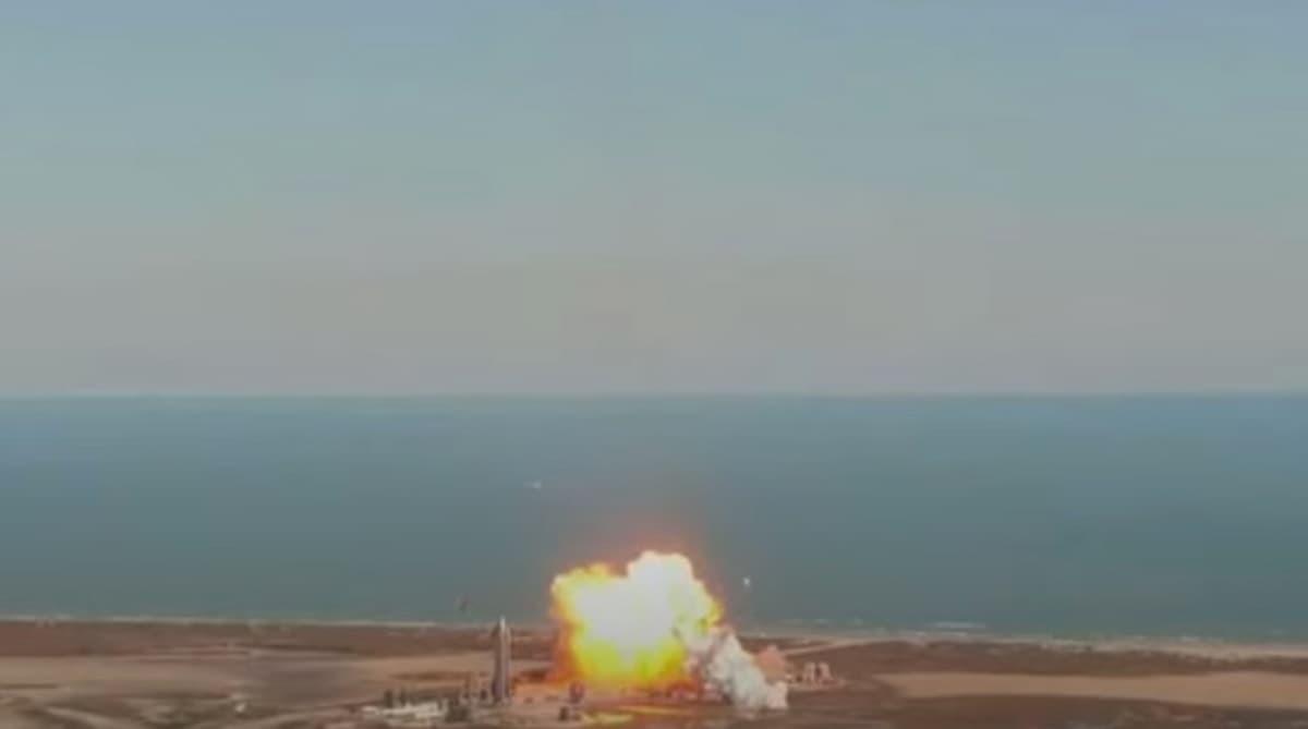 Il razzo Starship SN9 esplode nell'atterraggio